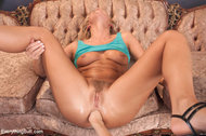Carter Cruise loses her anal virginity!