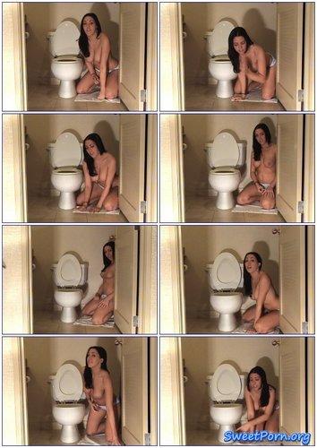 Megan Foxx – Toilet Lick