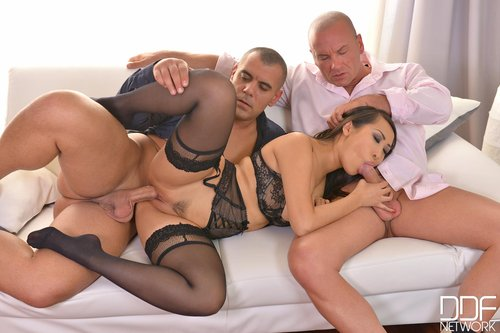 Threesome porn for women