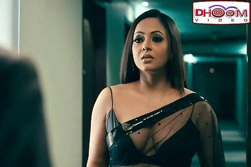 saree cleavage