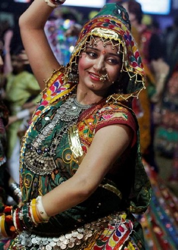 navratri garba hot