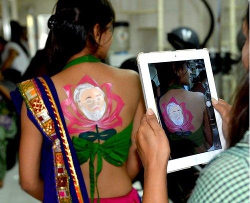 sexy tatoo hindu girl