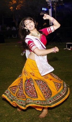 hot girl garba