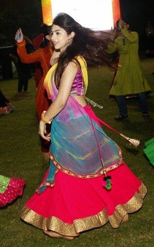 hindu girl garba