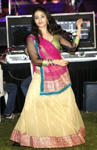 cute hindu girl garba raas