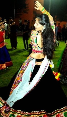 backless garba dance