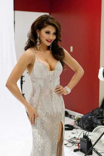 urvashi rautela boobs